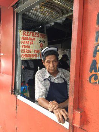 Pedro Monroy trabalha no Kiosco Raulín, um dos históricos de Cuara y Cuara.