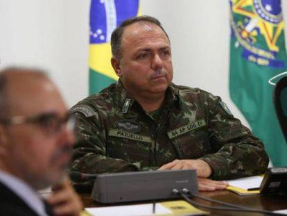 O hoje ministro da Saúde, general Eduardo Pazuello, durante reunião em Brasília. Ministério anunciou que ele testou positivo para covid-19.