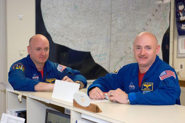 Gêmeos astronautas Scott e Mark Kelly.