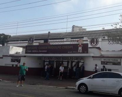 Fachada do estádio Conde Rodolfo Crespi.