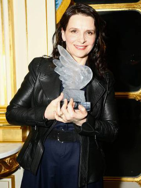 Juliette Bincohe, com o Prêmio do Cinema Francês, que recebeu no sábado em Paris.
