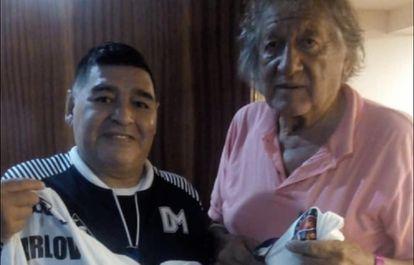 Diego Maradona e Trinche Carlovich, durante um encontro em Rosario, em fevereiro.