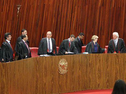 Ministros do TSE no julgamento da chapa Dilma-Temer em junho