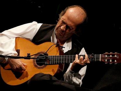 Paco de Lucía em um concerto no Teatro Real de Madrid em 2010.