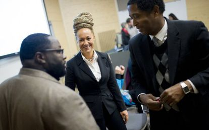 Rachel Dolezal, durante um encontro na sede da NAACP.