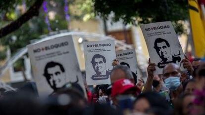 Manifestantes prestam apoio ao empresário Alex Saab em Caracas. GETTY IMAGES