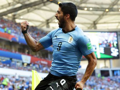 Luis Suarez comemora gol na partida do Uruguai contra a Arábia Saudita