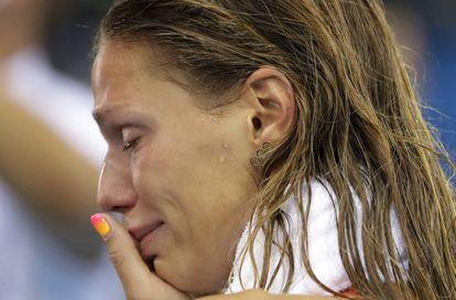 A russa Efimova acabou chorando por sua prata nos 100m nado peito