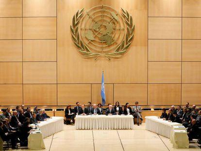 Delegações do Governo e da oposição, nesta quinta.