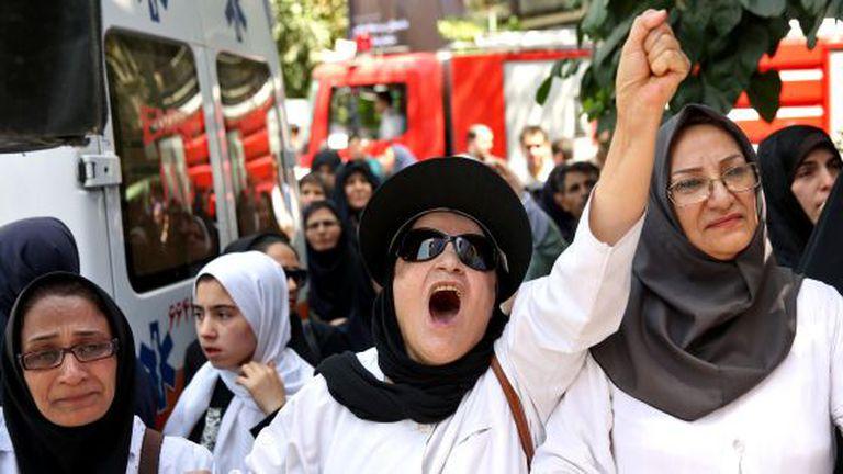 Enfermeiras e médicos pedem em Teerã ir à Gaza para ajudar os palestinos.