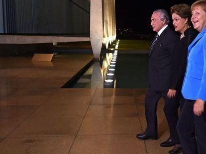 Temer, Dilma e Merkel no Palácio do Planalto.