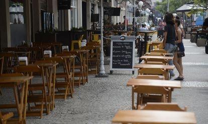 No Rio de Janeiro, bares e restaurantes não têm caixa para atravessar crise.
