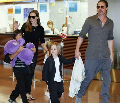Angelina Jolie e Brad Pitt com os filhos Pax Thien, Shiloh e Knox em 2013.