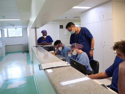 Enfermeiras no Emilio Ribas, centro de referência para a covid-19 em São Paulo.