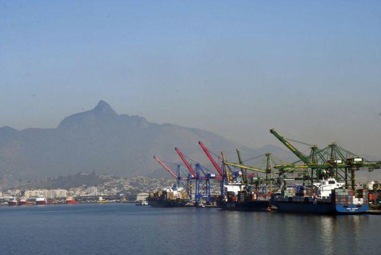 Navios atracados no cais do Porto do Rio de Janeiro, em imagem de arquivo.