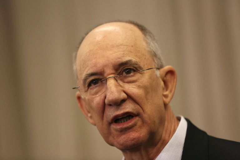 O presidente do PT, Rui Falcão, nesta segunda.
