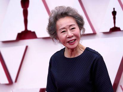 Youn Yuh-Jung ganha o Oscar de melhor atriz coadjuvante.