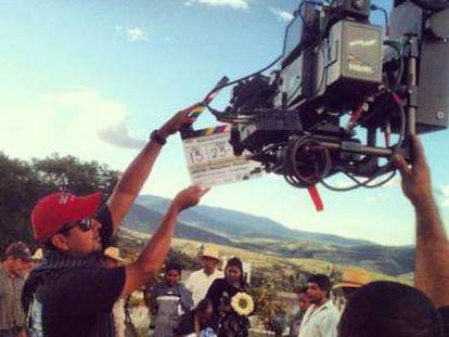 Carlos Muñoz durante uma filmagem