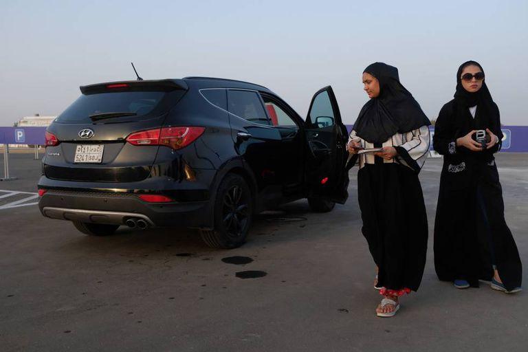 Riad suspende a proibição de dirigir para as mulheres