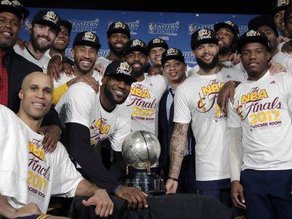 Os Cavaliers posam como campeões da Conferência Leste