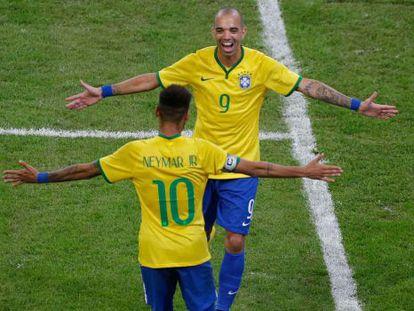 Tardelli comemora seu segundo gol com Neymar.