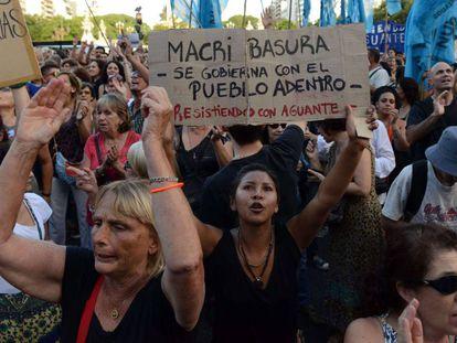Argentinos protestam contra o Governo Macri, no último dia 6.