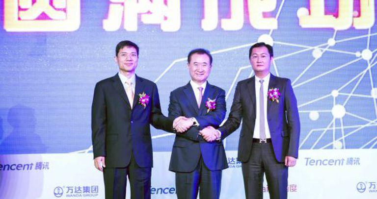 Desde a esquerda: Robin Li (Baidu), com Wang Jailin (Wanda), e Ma Huanteng (Tencent).