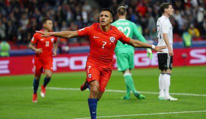 Sánchez marcou o gol do Chile na partida.