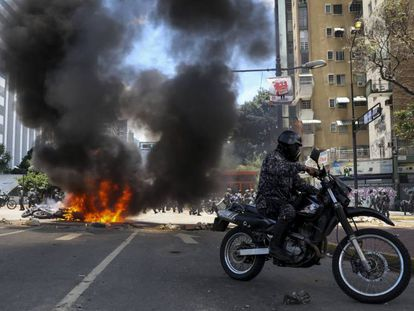 Explosão na Praça Altamira, zona rica de Caracas.