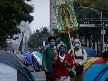 Acampamento da Frente Nacional Anti-Andrés Manuel López Obrador (FRENA) num importante cruzamento da Cidade do México, em setembro 2020.