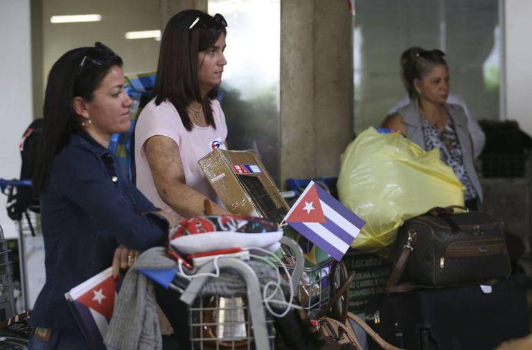 Médicos cubanos começaram a deixar o Brasil nesta quinta-feira