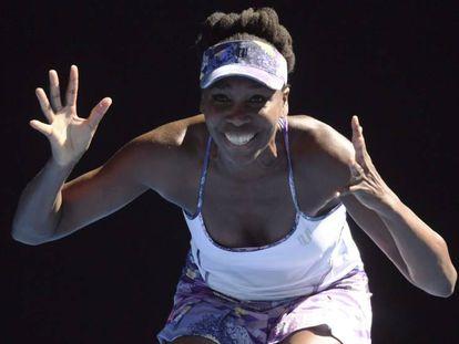 Venus comemora a vitória contra a compatriota Vandeweghe.
