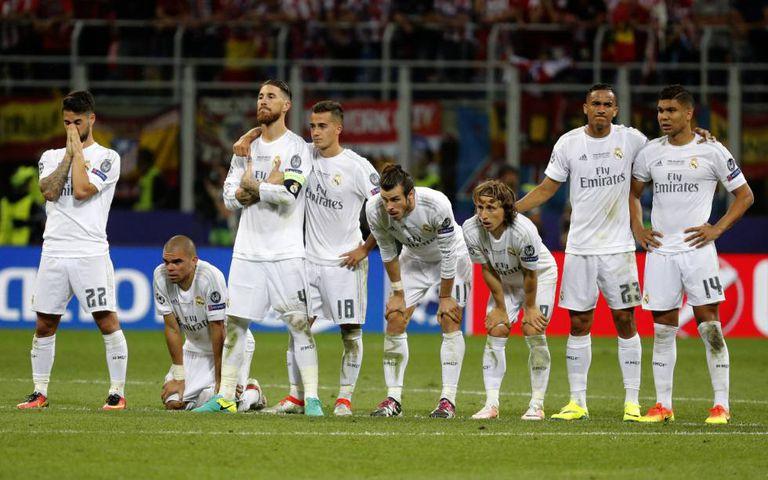 Os jogadores do Real Madrid durante as cobranças de pênaltis.