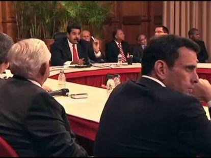 Maduro fala na mesa de diálogo entre o governo e a oposição.