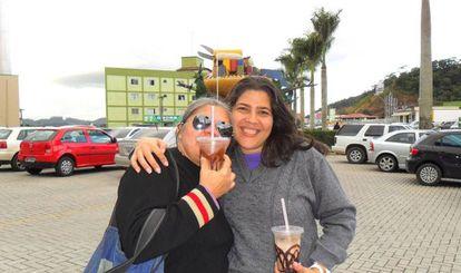 Lia Martins e Mercês Castro, durante a viagem que ela fez para conhecer a família de Teodoro.