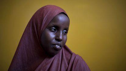Huba Yousef, de 28 anos, sofreu mutilação genital na infância na Somália e, por isso, tem partos dolorosos.