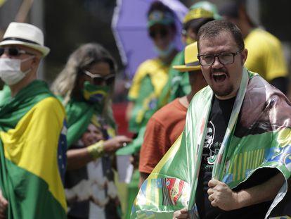 Apoiadores do presidente Jair Bolsonaro em ato para lembrar o golpe de 1964, em Brasília, nesta quarta.