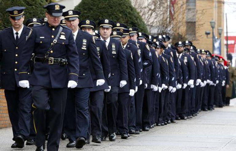 Membros da polícia de NY no funeral de Wenjian Liu.