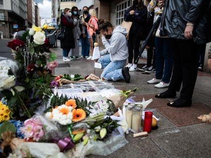 Altar colocado no local onde Samuel Luiz foi espancado até a morte.