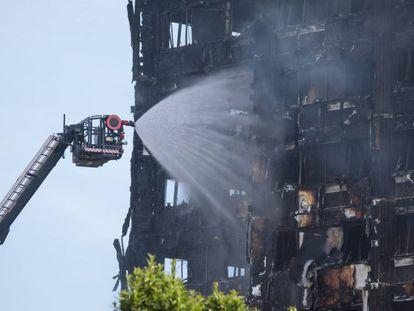Sobe para 12 o número de mortos do incêndio que atingiu um prédio em Londres