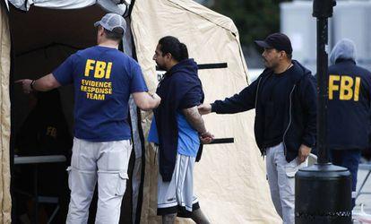 Um detido na operação contra a MS-13 na quarta-feira passada em Los Angeles.