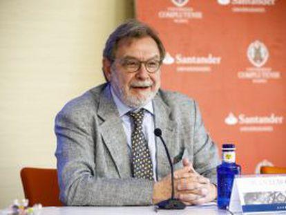 Juan Luis Cebrián, presidente do PRISA, na conferência inaugural do curso sobre propriedade intelectual na cidade de El Escorial.