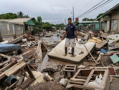 Habitantes da colônia Nuevo San Juan perderam tudo pela tormenta tropical Iota.