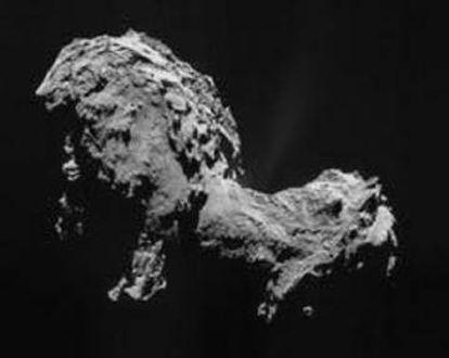 O cometa 67P/Churyumov–Gerasimenko, fotografado pela Missão Rosetta em 19 de setembro de 2014. O objetivo original da Rosetta era o 46P/Wirtanen, mas a NASA perdeu o prazo para lançá-la a tempo.