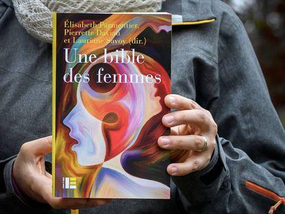 A nova Bíblia das Mulheres, uma revisão crítica do papel feminino na Bíblia.