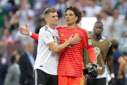 Kroos e Ochoa.
