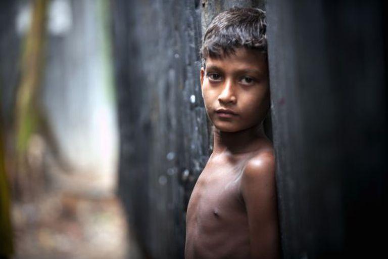Uma criança em Dhaka (Bangladesh).
