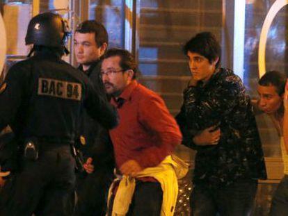 Evacuação da sala Bataclan na sexta-feira.