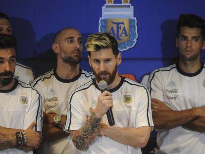 Coletiva de imprensa dos jogadores da Argentina liderados por Messi.