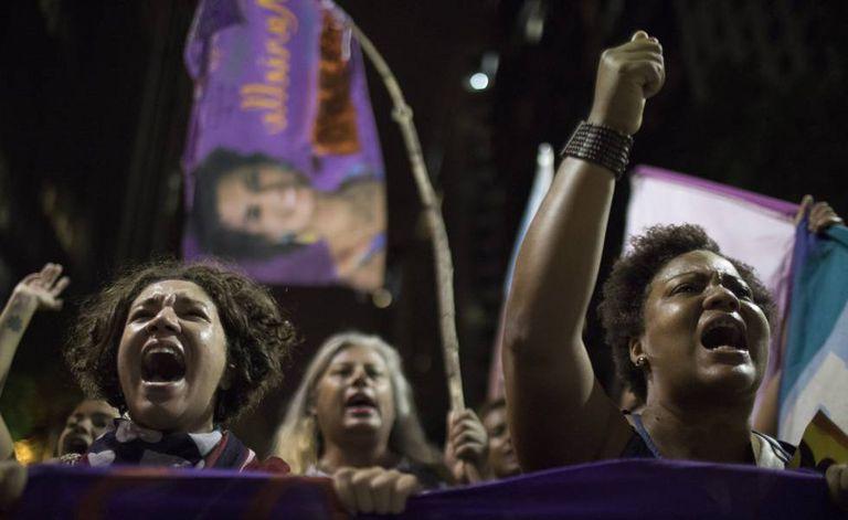 Manifestantes voltam às ruas no Rio, em menor quantidade, para protestar contra morte de vereadora.